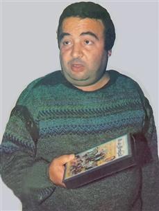 حصل يونس شلبي على بكالوريوس التجارة  وكان يعمل خلال فترة دراسته  فى الحسابات بمستشفى أبوالريش وبجامعة عين شمس ليساعد أسرته