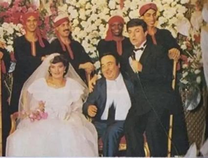 """كان مرتبطا بوالدته ولم يتزوج إلا في عمر 45  إلى أن تعرف على زوجته """" سيدة عبد الحميد"""" عن طريق عائلته وكان يكبرها بـ 25 عاما وتزوجا عام 1986 وأنجب 6 أطفال"""