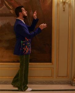 بليزر مطرز بألوان زاهية
