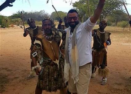 كما اختار المطرب أحمد سعد إحدى الدول الإفريقية لقضاء إجازته الصيفية بها