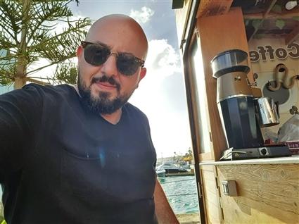 انتشرت شائعة وفاته بسبب تشابه الأسماء بينه وبين رجل الأعمال محمد السعدني الذي نعته الفنانة وفاء عامر