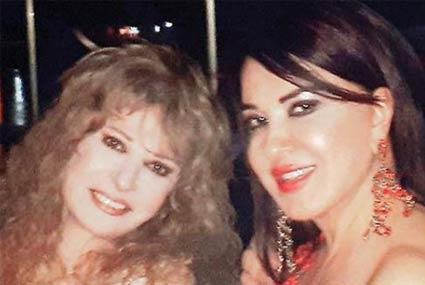 9 صور- مصطفى فهمي يحتفل بالكريسماس مع زوجته ونيللي وإيهاب توفيق