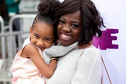 في #عيد_الأم.. 10 نجمات في هوليوود أصبحن أمهات بالتبني