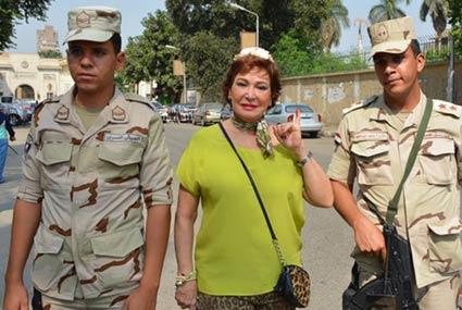 هنيدي ولبلبة ورجاء الجداوي ووفاء عامر بالحبر الفسفوري من أجل الانتخابات البرلمانية