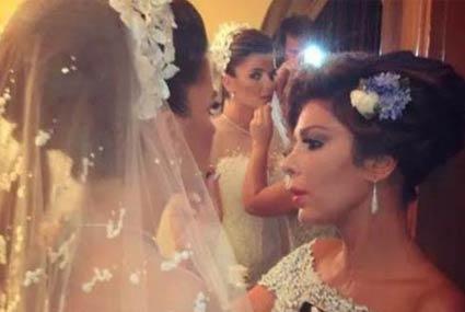 12 صورة لنجمات مع بناتهن بفستان الزفاف.. أخرهن منى عبد الغني