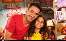 """أحمد حلمي مع الطفلة نور عثمان في كواليس """"صنع في مصر"""""""