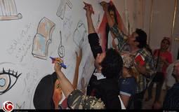 الفنانون يكتبون كلمة لمصر قبل بدء المسيرة