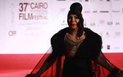 غادة إبراهيم تدافع عن إطلالتها في مهرجان القاهرة السينمائي: الفستان كلفني كثيرا