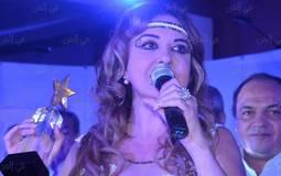 """بالفيديو- مادلين طبر تستعين بـ""""ريشة"""" لدعم مهرجان القاهرة السينمائي في """"لعبة الأفلام"""""""