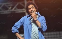 محمد منير يغني مجموعة من أشهر أغانيه