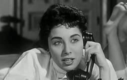"""في عيد ميلادها- 5 تصريحات مثيرة لـ لبنى عبد العزيز : كل أزواجي خانوني.. وهذا أجري في """"الوسادة الخالية"""""""