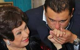 بالفيديو- بكاء معتز الدمرداش بعد تذكر والدته كريمة مختار