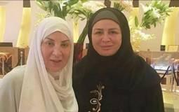 إلهام شاهين  وبوسي تؤديان مناسك العمرة