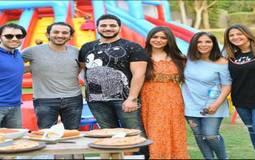 شهد رمزي وكريم السبكي مع شقيقها شريف رمزي وأحمد حلمي ومنى زكي ودنيا سمير غانم.