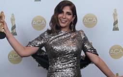 منى زكي تفوز بجائزة أفضل ممثلة كوميدية في حفل توزيع جوائز السينما العربية