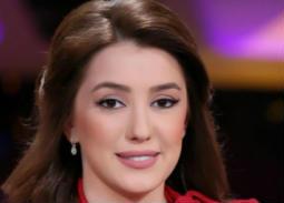كندة علوش توضح حقيقة تنازلها عن الجنسية السورية