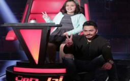 """من وراء اختيار """"الناس الرايقة"""" لأشرقت أحمد في The Voice Kids؟ تامر حسني يجيب"""