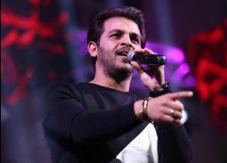 محمد رشاد يحيي حفلا في الصالة المغطاة بنادي مدينة نصر