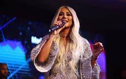 """بالفيديو- مايا دياب تغني """"العب يلا"""" في ليلة رأس السنة"""