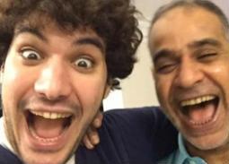 نجل محمود البزاوي يحكي موقفًا طريفًا مع والده في الطفولة