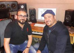 """بالصور- كواليس تسجيل أغنية هشام عباس """"الأمل في العلم"""""""