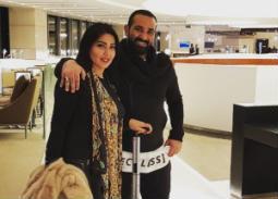 رافقت الممثلة سمية الخشاب زوجها المغني أحمد سعد في رحلته إلى الولايات المتحدة الأمريكية لأحياء حفل هناك، ونشرت صورتها معه من المطار.