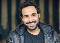 بالفيديو- هكذا رد أحمد فهمي على رسالة حسين فهمي