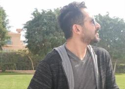 نشر الممثل أحمد حلمي صورة له ظهر فيها لا ينظر إلى الكاميرا وكتب: صورتي وأنا مش واخد بالي.