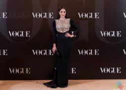 درة في الاحتفال بمرور عام على مجلة Vogue العربية اختارت فستانا من تصميم ريم عكرا جاء مناسبا لقوامها، وشعرها جاء مناسبا أيضا لأنه أظهر التطريز.