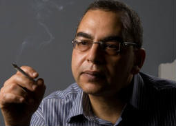 Google يحتفي بذكرى ميلاد أحمد خالد توفيق