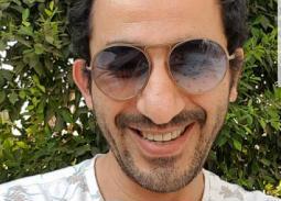 صورة- أحمد حلمي يهنئ جمهوره بعيد الأضحى من تحت الماء