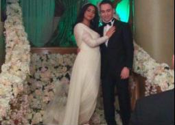 شيرين عبد الوهاب في الفستان الأبيض الأول