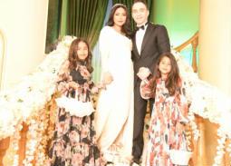 العروسان مع ابنتي شيرين