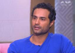 """بالفيديو - كريم فهمي يحاول التخلص من رامز جلال ويصاب في """"رامز تحت الصفر"""""""