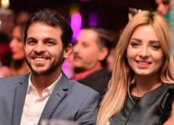 محمد رشاد يغازل خطيبته مذيعة أون سبورت