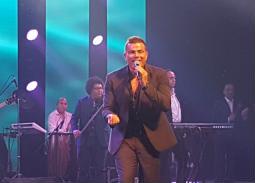 عمرو دياب يمتع الحضور بمجموعة من أحدث أغانيه