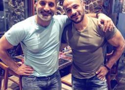 بالفيديو- باسم يوسف ومحمد عطية يستعرضان عضلاتهما بطريقة ساخرة