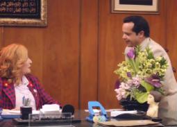 """ملخص الحلقتين 6 و7 من """" أرض النفاق"""".. هنيدي يفوز في الانتخابات ووالده يتقدم لخطبة ابنة تاجر الجاز"""