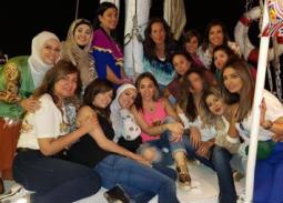 مريم أمين وصديقاتها المذيعات.
