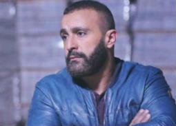 السفير البريطاني يعرض وظيفة على أحمد السقا.. الممثل يورطه بترشيح شخص أجدر