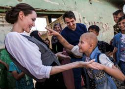جولي مع أطفال الموصل
