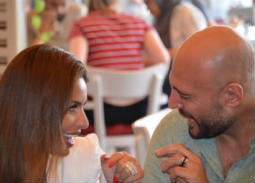 صورة- رومانسية وليد فواز ومي سليم في اليونان