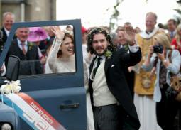 """""""زفاف أرجواني"""" لبطلي Game Of Thrones كيت هارينجتون وروز ليزلي في أسكتلندا"""