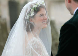 الصور الكاملة لحفل زفاف كيت هارينجتون وروز ليزلي.. حضور طاغي لنجوم Game of Thrones