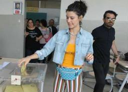 نجوم تركيا يدلون بأصواتهم في انتخابات الرئاسة التركية