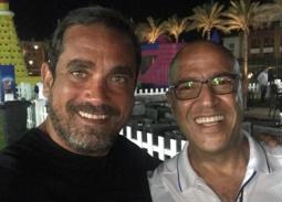 """نشر الممثل أمير كرارة  صورته مع الممثل أشرف عبد الباقي وكتب تعقيبا عليها: """"هو في أحلى من كده""""."""