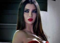 بالفيديو- بعد رقصها بالمايوه قمر اللبنانية ترد على الكارهات: لا أريد الجنة لو أشكالكن بها