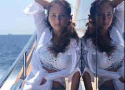 12 صورة من صيف النجوم خارج مصر.. رانيا يوسف وغادة عبد الرازق ونيللي كريم على شواطئ اليونان