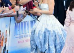 ميريل ستريب وشير تفاجآن الحضور بقبلاتهما على السجادة الحمراء في العرض الخاص لـ Mamma Mia!