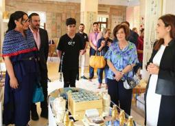 أحلام وزوجها مبارك الهاجري وابنهما مع ملكة الأردن ووالدتها